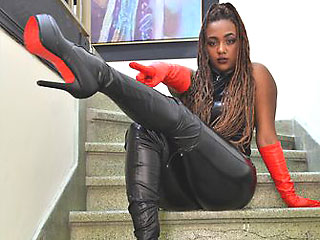 colombian camgirl mistress angellotus in leather