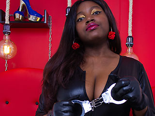 curvy camgirl rubyebonyswitch shows off her handcuffs